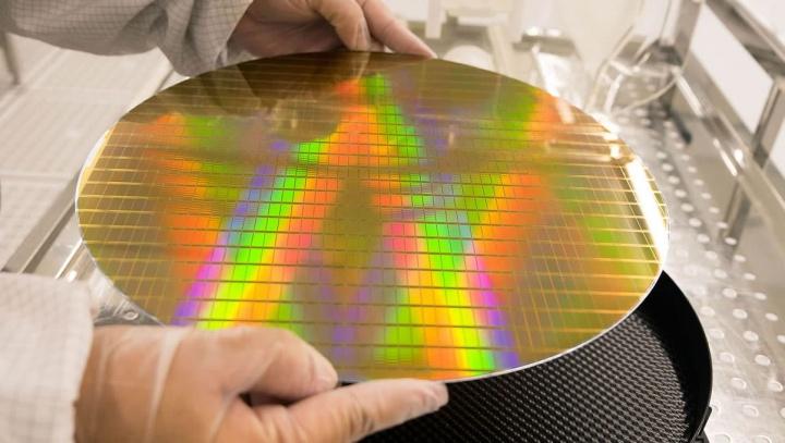 Imagem ilustrativa de wafer de baterias de silício