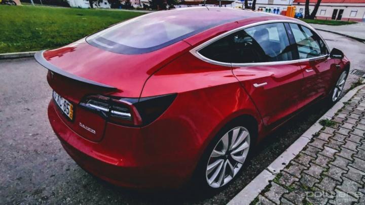 Tesla Model 3 velocidade máxima desempenho