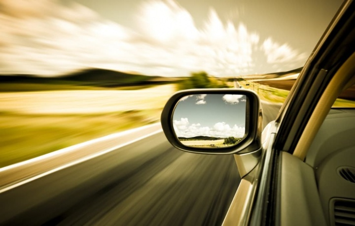 Código da Estrada: Dá multa se ultrapassar pela direita?