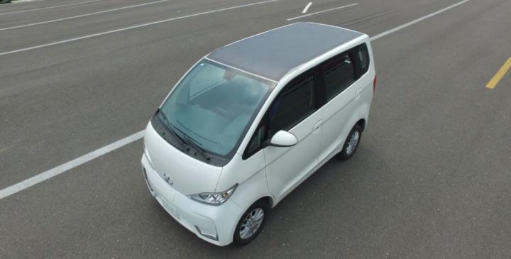 Carro chinês elétrico oferece mais de 30 dias de autonomia