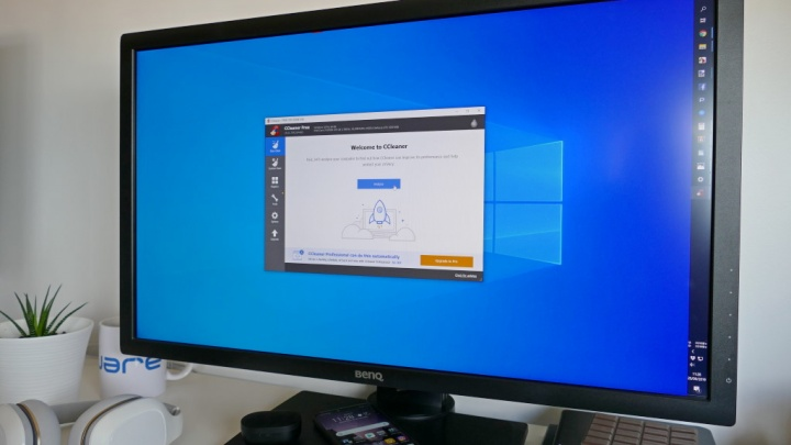 Imagem de computador Windows com o CCleaner a limpar registo