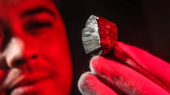 Imagem de mineral vindo de um meteorito nunca visto na terra