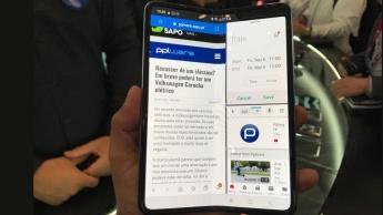 Imagem Galaxy Fold Pplware com ecrã dobrado