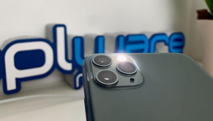 Imagem flash LED iPhone 11 Pro Max a receber uma notificação