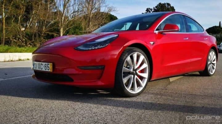 Qual a autonomia de um Tesla Model 3 após 80 000 km?
