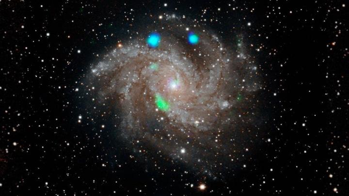 Imagem da NASA que mostra luz visível da galáxia Fireworks (NGC 6946)