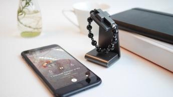 Click to Pray eRosary: a pulseira inteligente do Vaticano que se ativa com o sinal da cruz
