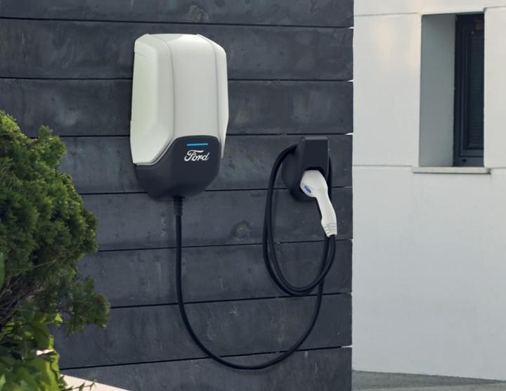 Ford anuncia carregador para carros elétricos, em conjunto com a Amazon e Greenlots