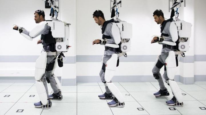 Exoesqueleto que lê a mente permite homem paralisado mover-se
