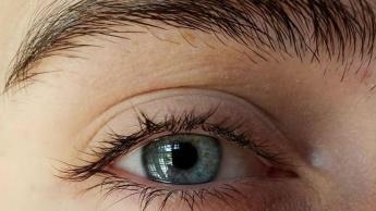 Imagem de reflexo do olho revelador da morada de cantora