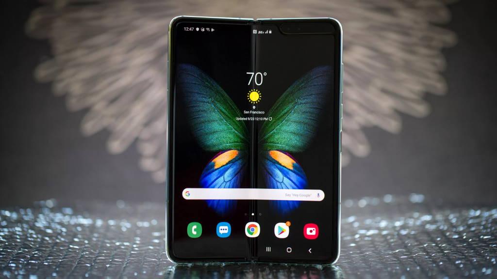 Samsung foldable flip phone smartphone