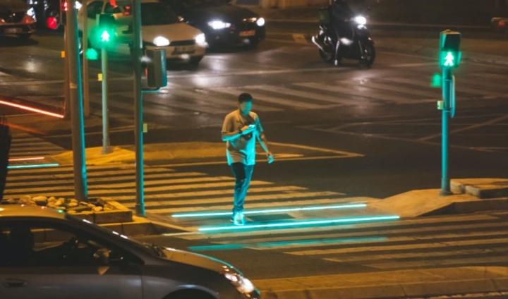 Portugal: Já há semáforos para quem anda agarrado ao smartphone