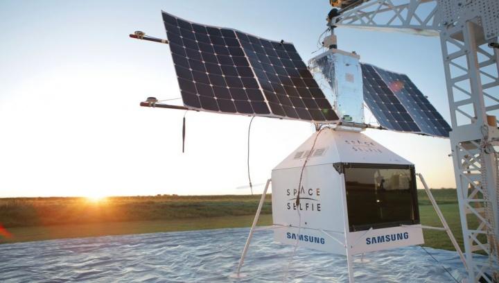 Satélite SpaceSelfie da Samsung cai dos céus no meio de uma quinta no Michigan