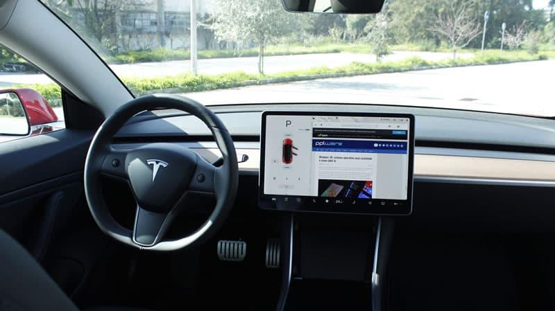 Veículos Tesla apresentam problema na memória que não é barato de reparar