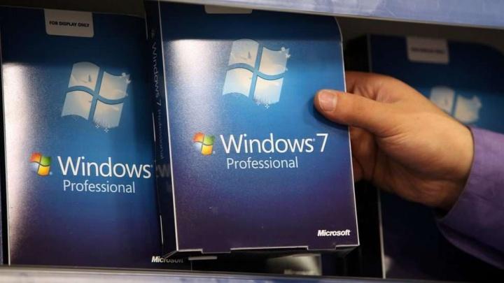 Imagem da caixa original do Windows 7 lançado pela Microsoft