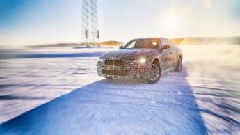 BMW i4: o carro elétrico com 530 cv e 600 km de autonomia para atacar o Tesla Model 3