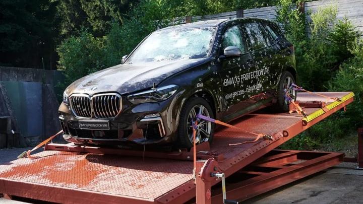 BMW responde à Cybertruck da Tesla com o seu próprio carro blindado