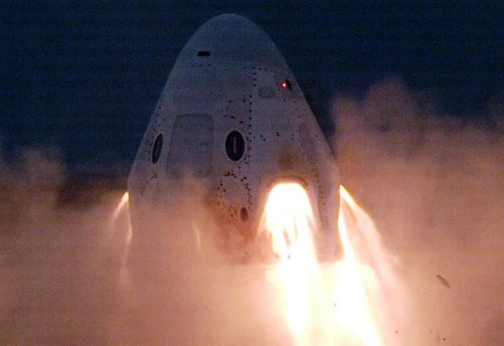 SpaceX efetuou um novo teste à sua cápsula Crew Dragon... E desta vez não explodiu!