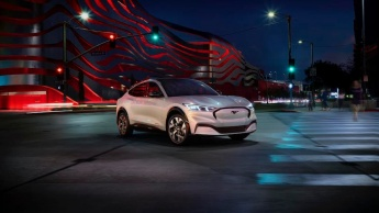 O SUV elétrico da Ford, Mustang Mach-E, é oficial! Conseguirá bater o Tesla Model Y?
