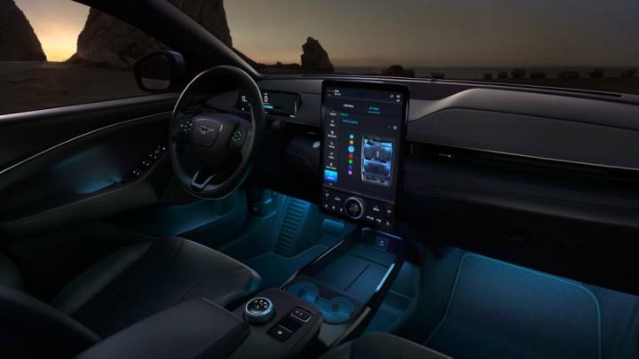 Ford Mustang Mach-E esgotou elétrico