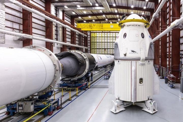 SpaceX efetuou vários testes bem sucedidos aos paraquedas da Crew Dragon