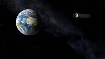 Imagem ilustrativa de asteroide a passar perto da Terra