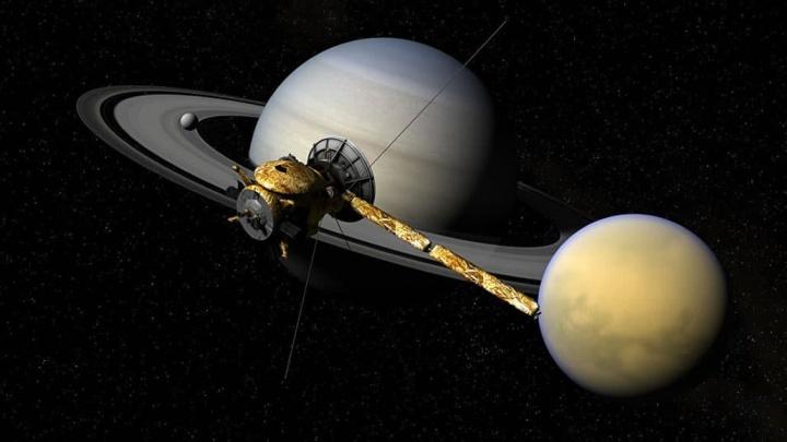 Imagem de titã, a lua de Saturno parecida com a Terra, que pode ter vida alienígena