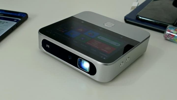 Projetor ZTE Spro 2 - O Android, a projeção portátil e a rede LTE num só dispositivo
