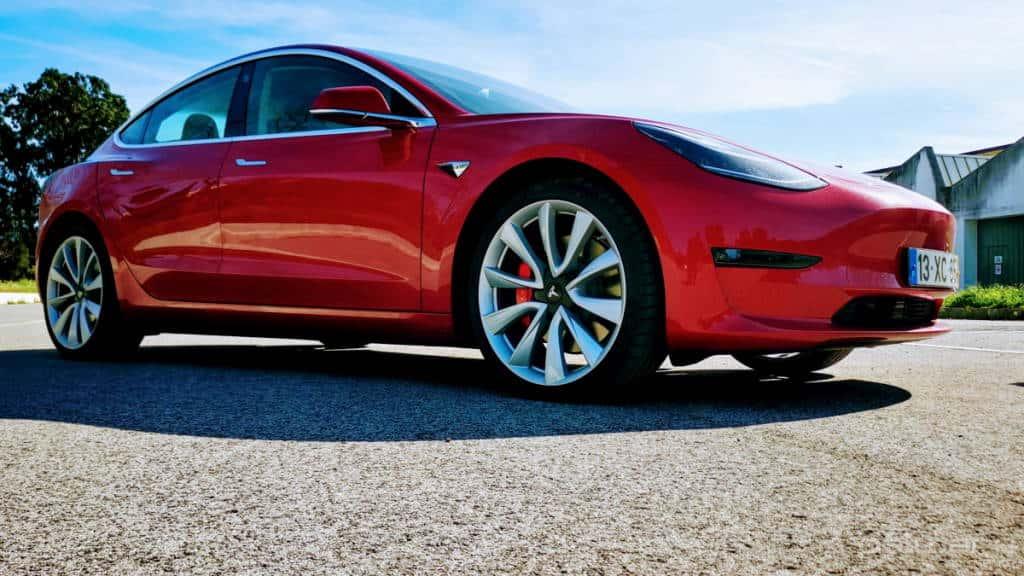 Tesla Model 3 arranque potência atualização