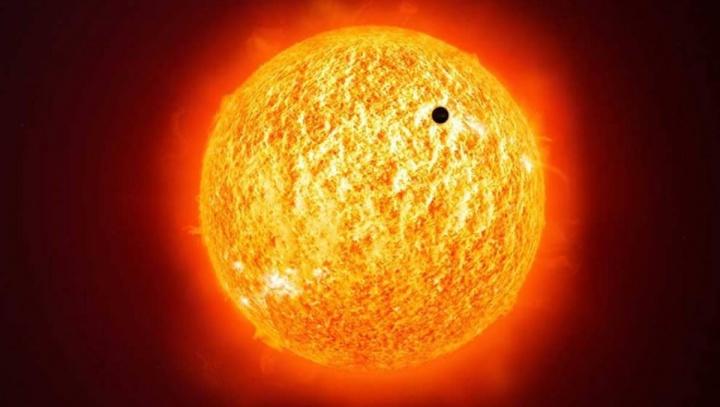 Imagem de mMercúrio a passar pelo Sol visto da Terra