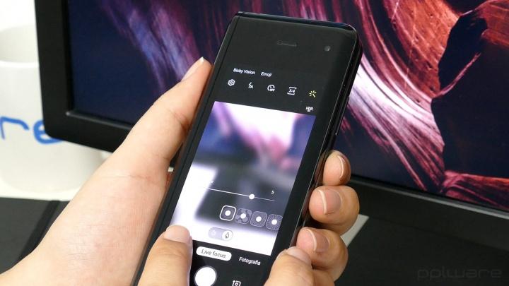Samsung Galaxy Fold - First Impressions of a Folding Screen Smartphone