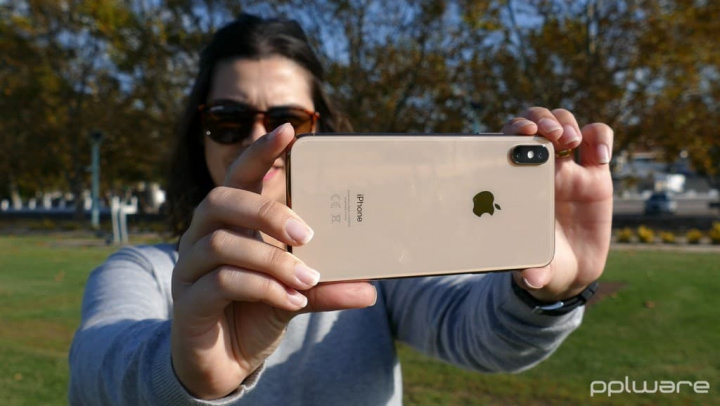 Apple buys company with technology to enhance iPhone photos