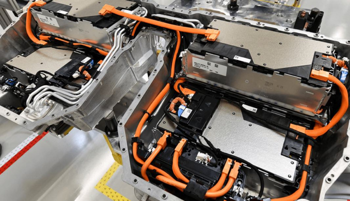 BMW tem lítio garantido até 2024 e paga 540 milhões de euros