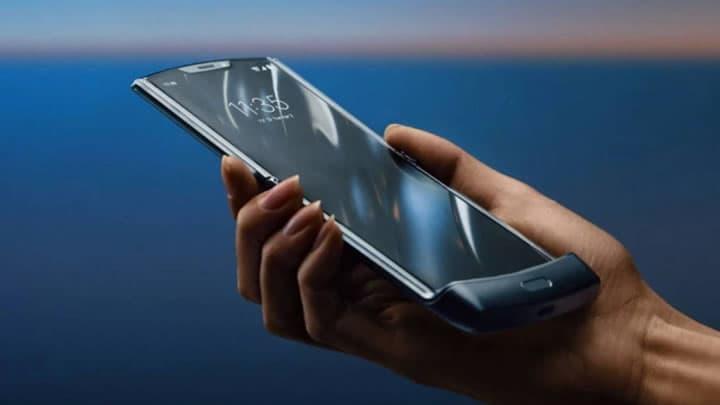"""Motorola afirma que """"solavancos e protuberâncias"""" no ecrã do razr são normais"""