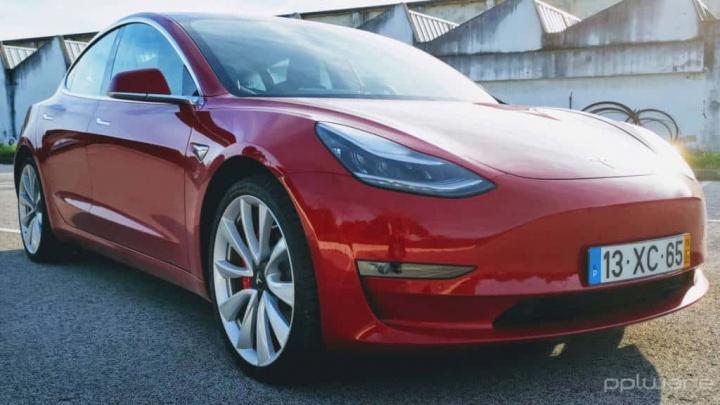 Tesla Model 3 atualização arranque rápido