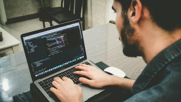 Quer aprender a programar? A Microsoft está a oferecer cursos de programação!