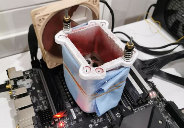 Imagem processador AMD Ryzen arrefecido com nitrogénio liquido