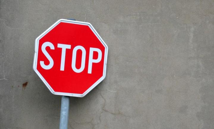 Código da Estrada: Não parou num sinal de STOP?