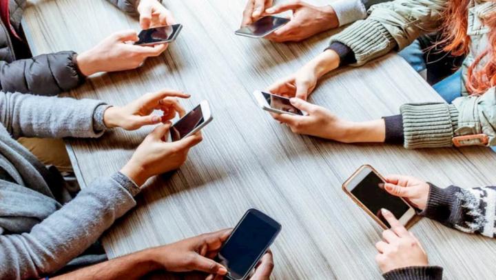 É oficial! Madrid proíbe telemóveis nas salas de aula