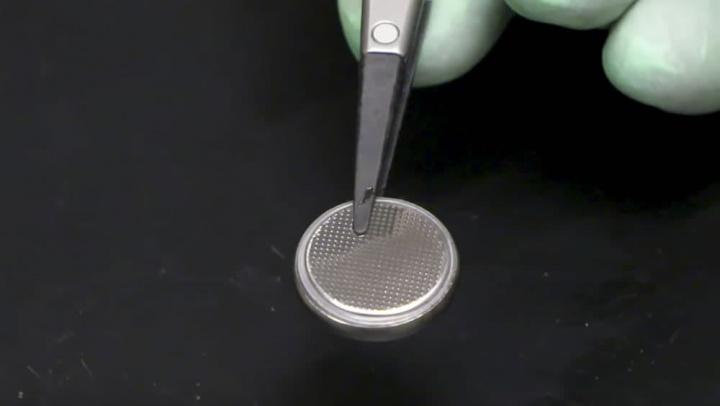 Imagem de bateria de lítio indestrutível que gera a mesma energia