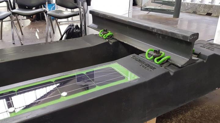 Imagem travessas recicladas com painéis solares
