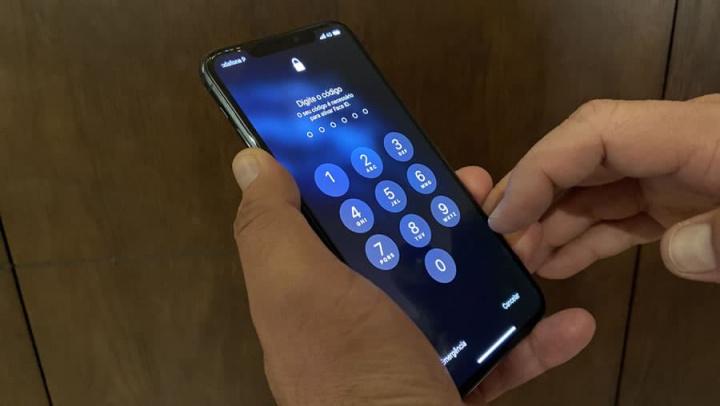 Imagem ilustrativa iPhone da Apple versus bloqueio do FBI