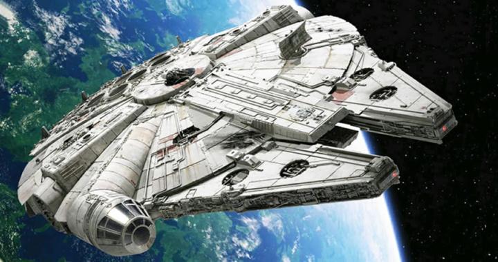 Imagem da Millennium Falcon com Skywalker