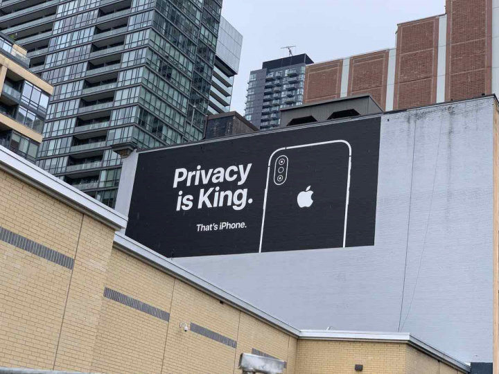 outdoor publicitário privacidade iPhone