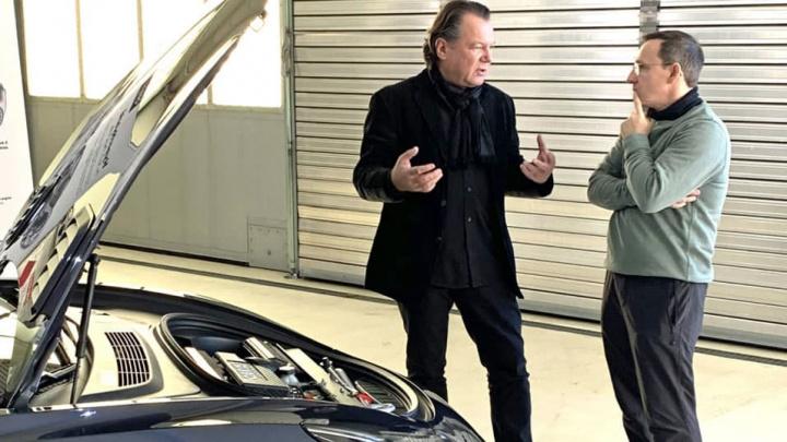 Imagem de Frank Obrist com o Tesla Model 3 híbrido