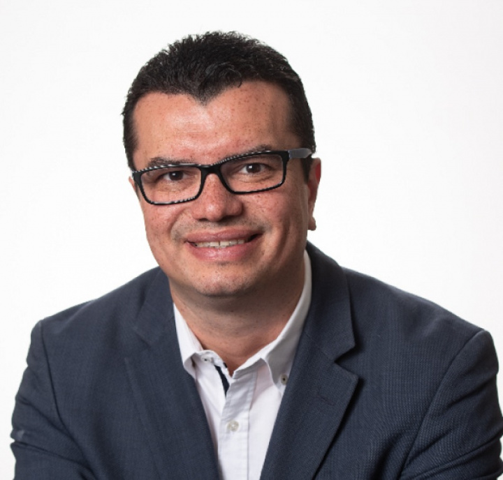 Dr. Vitor Mendes Pereira
