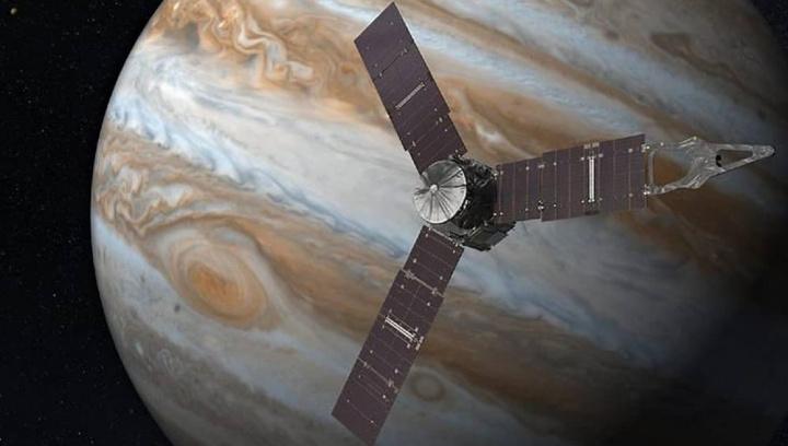 Imagem da sonda Juno da NASA a sobrevoar Júpiter