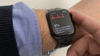 Imagem smartwatch da Apple a fazer um ECG
