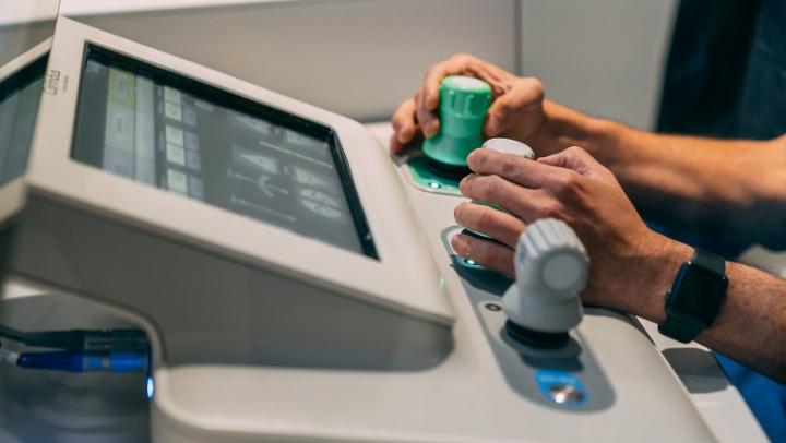 Sistema robótico de controle remoto do robot usado na cirurgia