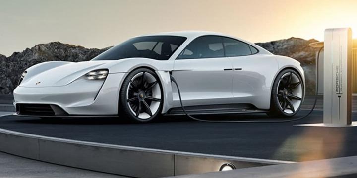 Imagem carro elétrico Porsche Taycan a carregar